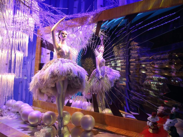 54738f0f2a3d21fa285c9e91_best-christmas-window-displays-harrods